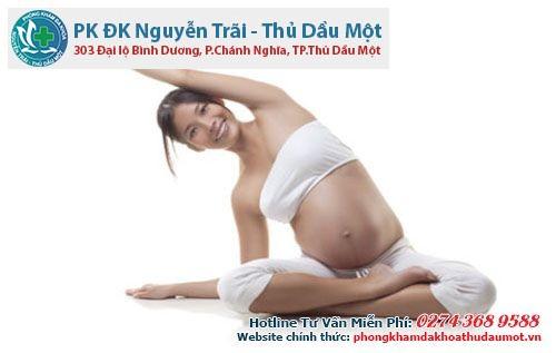 Vận động bằng những bài tập yoga cũng mang lại nhiều lợi ích cho mẹ bầu