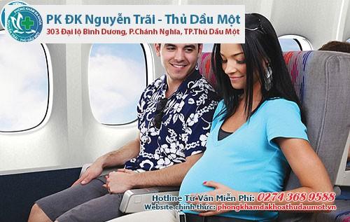 Mẹ bầu chỉ nên bay những chặng dưới 4 – 5 giờ đồng hồ