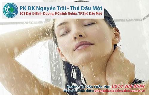 Bảo vệ làn da trong mùa đông bằng việc tắm nước ấm