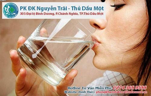 Cần bổ sung nước đầy đủ bù lại lượng nước đã mất sau khi phá thai