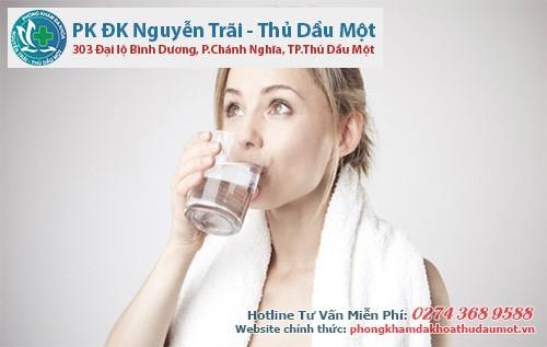 Nên uống nhiều nước sau khi vừa phá thai an toàn
